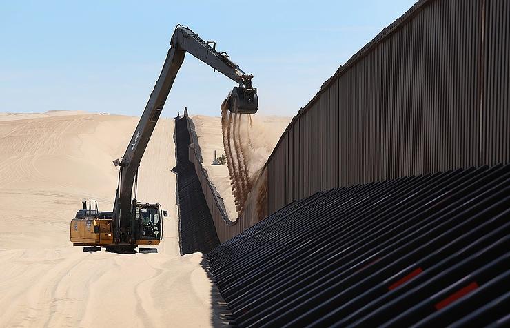 Съезд США утвердил выделение средств напроект стены награнице сМексикой