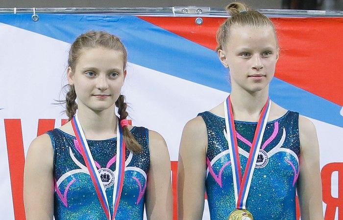 Вера Белянкина (слева)