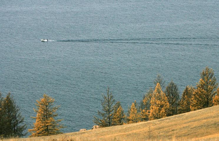 Вид на озеро Байкал с острова Ольхон