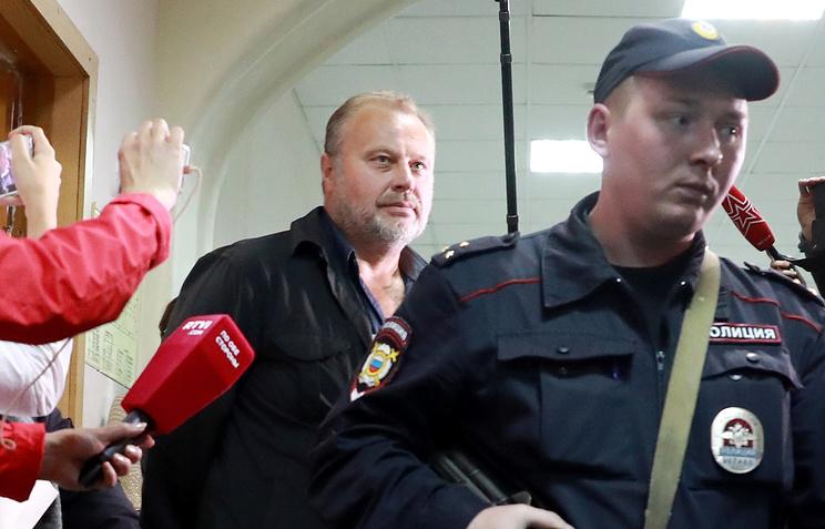 Заместитель директора ФСИН России Олег Коршунов (в центре)