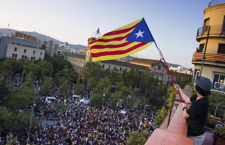 Правящая коалиция Каталонии созвала парламент на сессию 9 октября