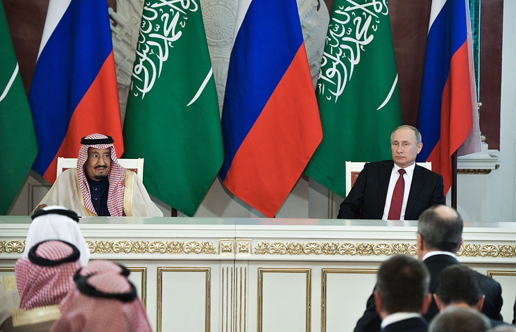 Король Саудовской Аравии Сальман бен Абдель Азиз Аль Сауд и президент РФ Владимир Путин