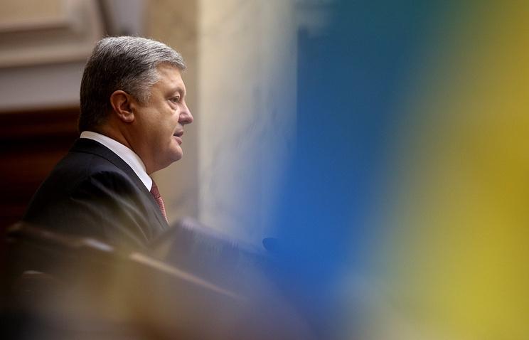 Азаров подверг критике подписанные Порошенко законы опенсионной реформе