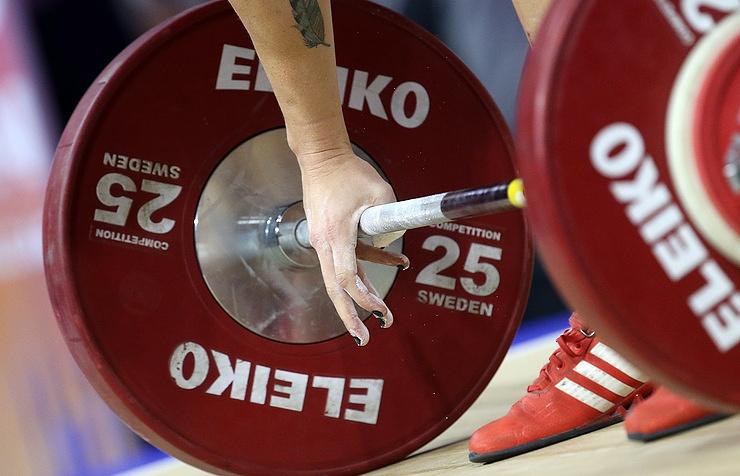 Годичное отстранение Федерации тяжелой атлетикиРФ вступило всилу
