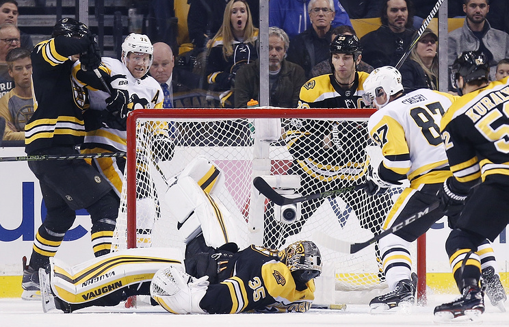 Вратарь «Бостона» Худобин отразил 17 бросков впобедном матче НХЛ с«Питтсбургом»