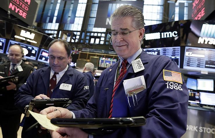 Индекс Dow Jones к закрытию сессии в пятницу вырос на 320 пунктов