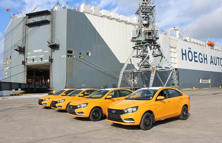 Автомобили Lada в порту Гаваны