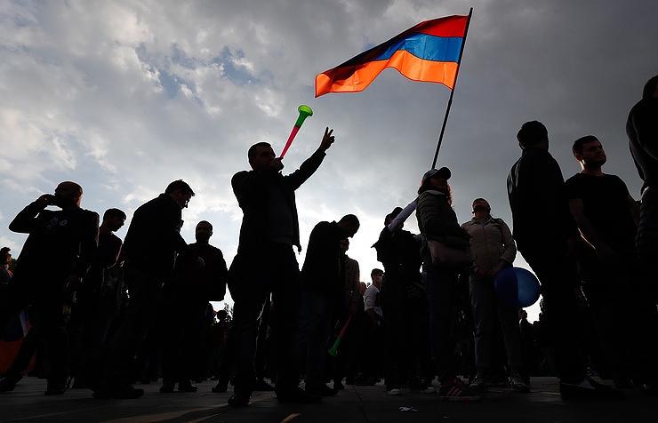Протесты вЕреване: фракция «Елк» выдвинула кандидатуру Пашиняна напост премьера