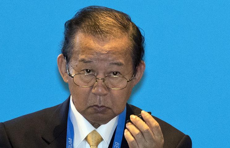 Генеральный секретарь правящей партии Японии подарил Матвиенко 237-килограммового тунца