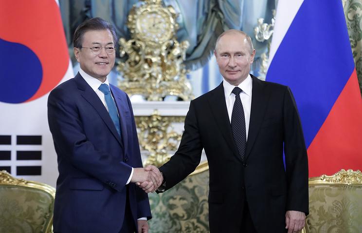 Президент Южной Кореи Мун Чжэ Ин и президент России Владимир Путин