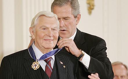 Вручение Энди Гриффиту Президентской медали Свободы. Фото ЕРА/ИТАР-ТАСС