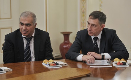 Гурам Аджоев /слева/. Фото ИТАР-ТАСС