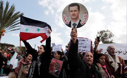 """Митинг в поддержку Башара Асада в ходе заседания """"Группы друзей Сирии"""" в Тунисе. ЕРА/ИТАР-ТАСС"""