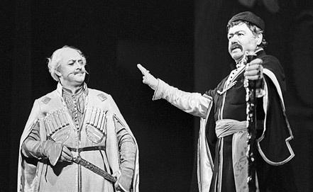 "Сцена из комедии-водевиля ""Ханума"", 1972 год. Фото ИТАР-ТАСС"