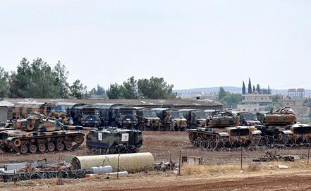 Турецкие танки на базе рядом с границей Сирии. Фото EPA/ИТАР-ТАСС