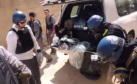Инспекторы ООН во время работы в Сирии. Фото ЕРА/ИТАР-ТАСС