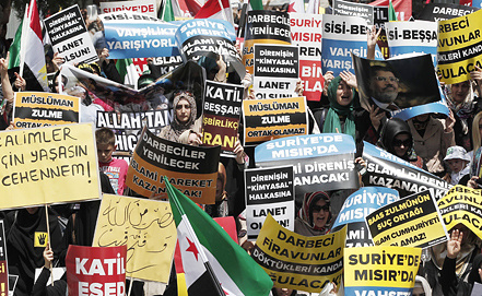 Акция в поддержку Мухаммеда Мурси. Фото EPA/SEDAT SUNA