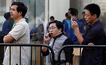 Очередь к магазину Apple в Пекине. Фото EPA/ROLEX DELA PENA