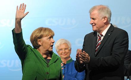 Ангела Меркель и Хорст Зеехофер. Фото  EPA/ANDREAS GEBERT