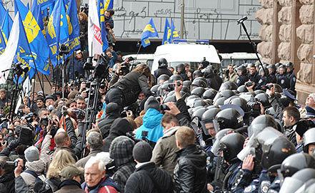Митинг оппозиции против проведения заседания у здания Киевской рады. Фото ИТАР-ТАСС/ Алексей Иванов