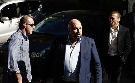 Илиас  Касидиарис (справа), Илиас Панайотарос (в центре), Никос Михос (слева). Фото AP Photo/Fosphotos, Konstantinos Tsakalidis