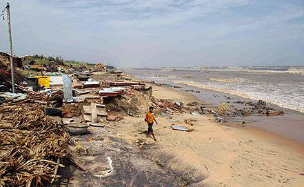 "Последствия циклона ""Файлин"" в Индии. Фото EPA/STRINGER"
