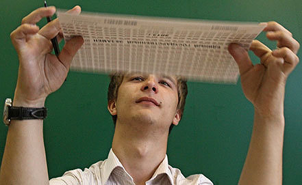 Ученик перед началом сдачи единого государственного экзамена. Фото ИТАР-ТАСС/ Артем Геодакян