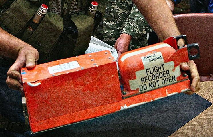 Во время передачи бортовых самописцев разбившегося Boeing 777 представителям Малайзии