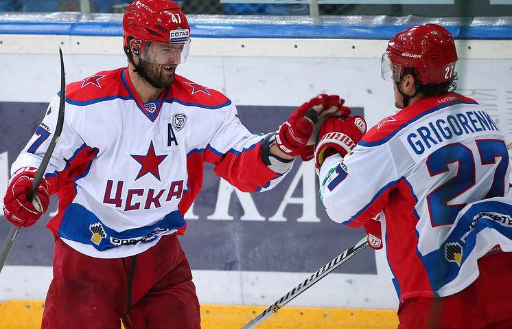 Хоккеисты ЦСКА Александр Радулов и Игорь Григоренко