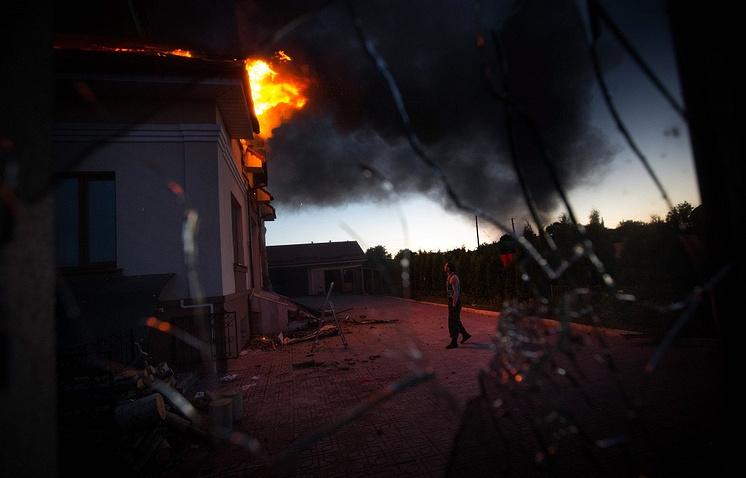 Последствия минометного обстрела в селе Николаевка под Луганском