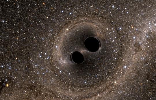 Слияние двух черных дыр, при котором произошло очень большое излучение гравитационных волн