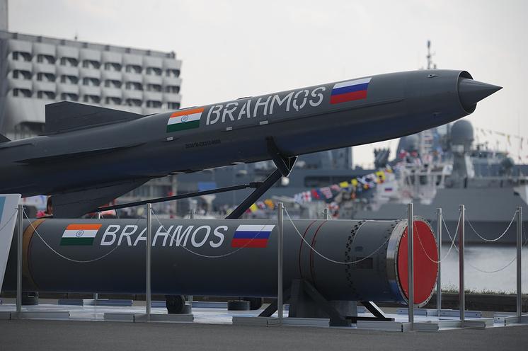 """Ракеты """"Brahmos"""" на Международном военно-морском салоне в Санкт-Петербурге"""