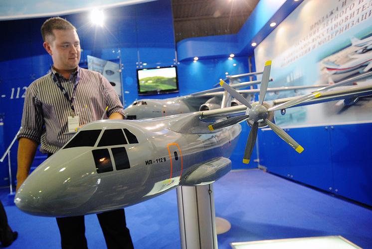 Макет военно-транспортного самолета Ил-112В