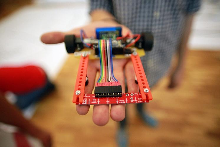 Занятия робототехникой входят в образовательную программу лицея, для них оборудован специальный класс