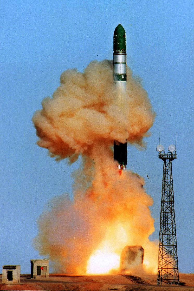 Пуск ракеты РС-20, 2001 год