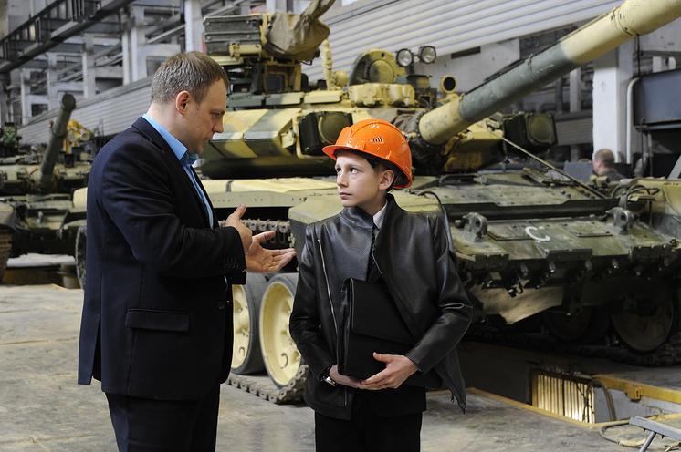 Егор и замначальника сборочного цеха Алексей Калитюк