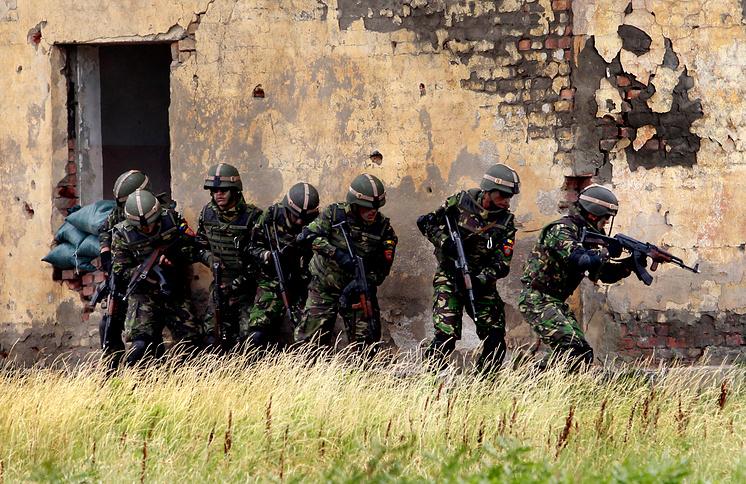 Военнослужащие Румынии во время учений НАТО