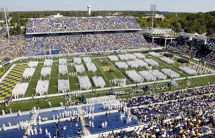 Стадион Военно-морской академии США перед футбольным матчем с командой Академии ВВС США в 2007 году